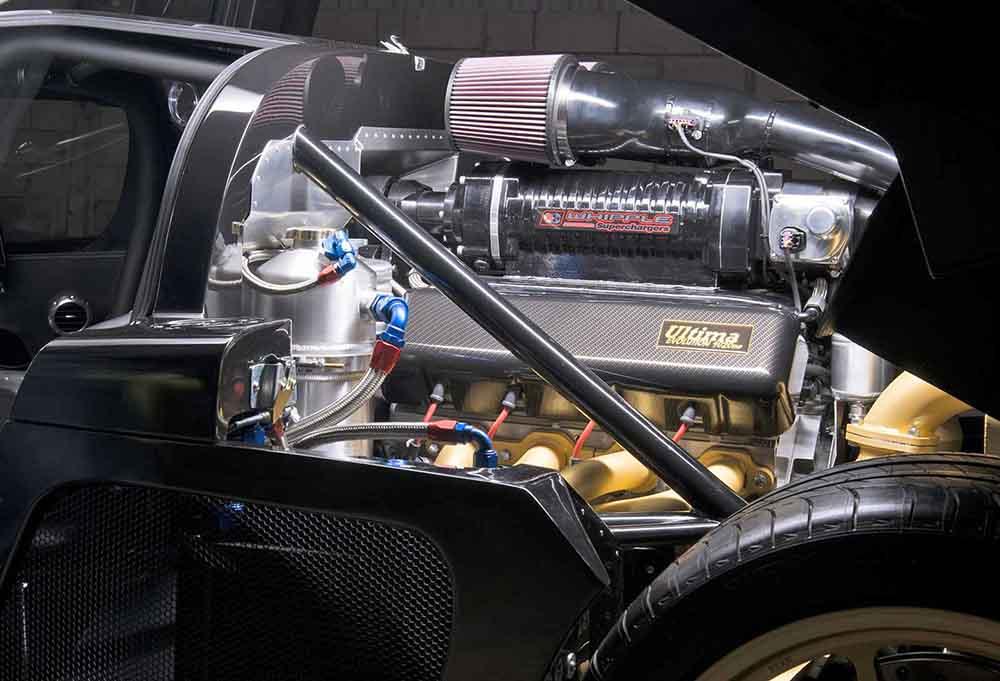 Двигатель расположен сзади
