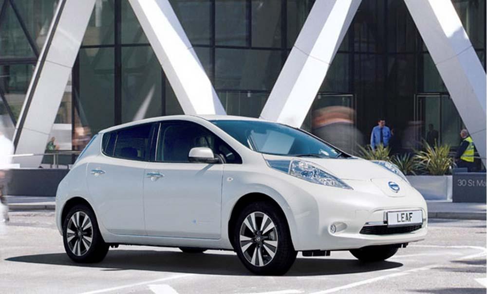Электромобиль Nissan Leaf в будущем сможет заряжаться на заправках нового типа
