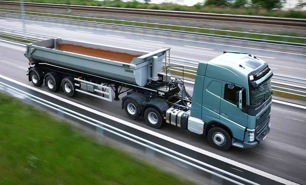 Некоторые грузовые транспортные средства половину пути едут без груза