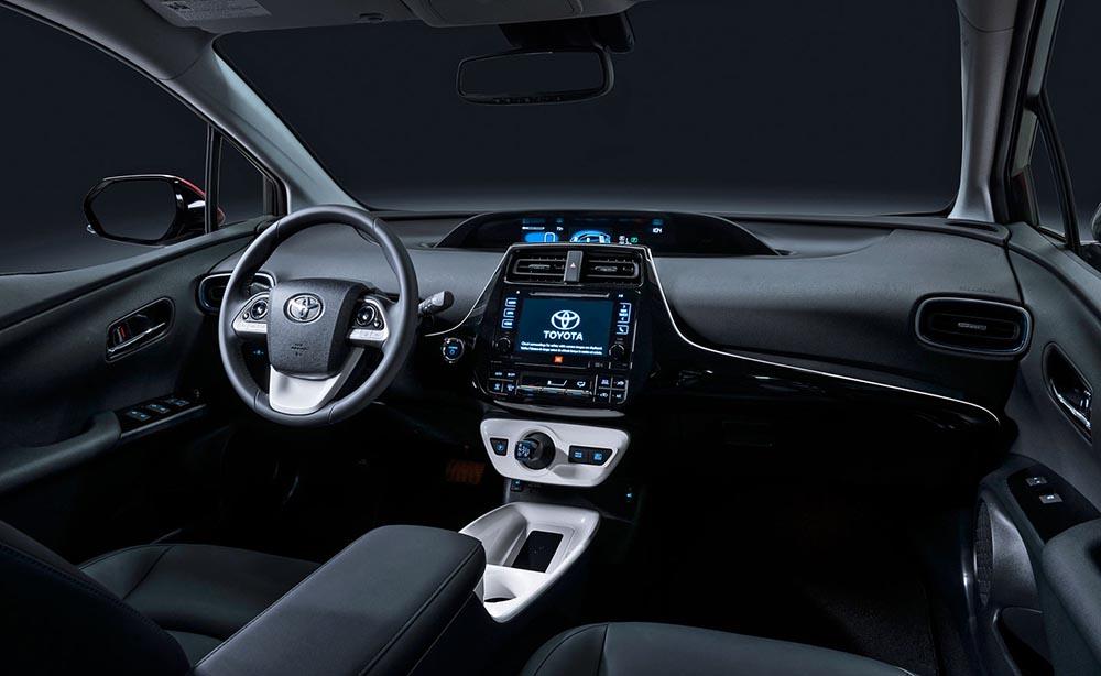 Интерьер автомобиля прост и функционален