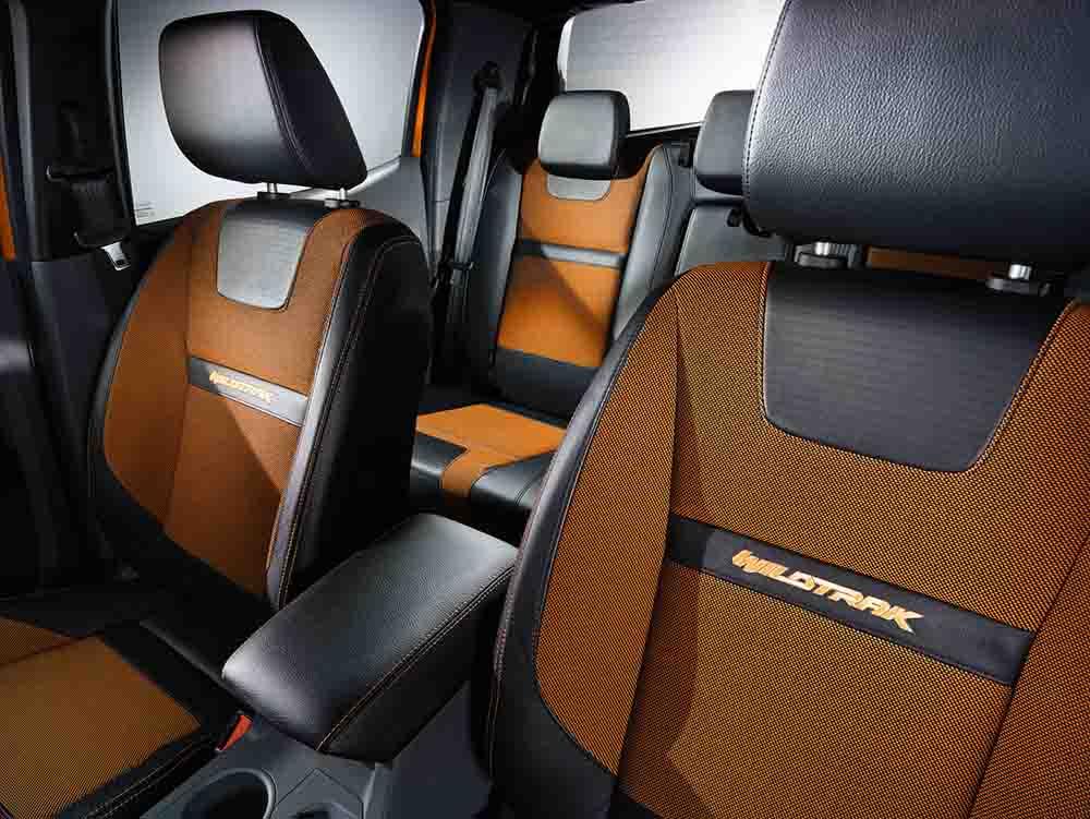 Обивка сидений соответствует цвету кузова оранжевый металлик Pride