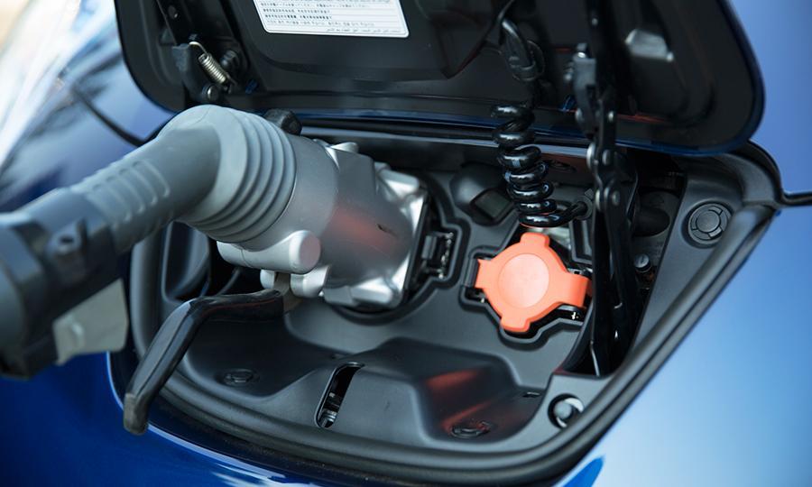 Встроенное зарядное устройство мощностью 6,6 кВт