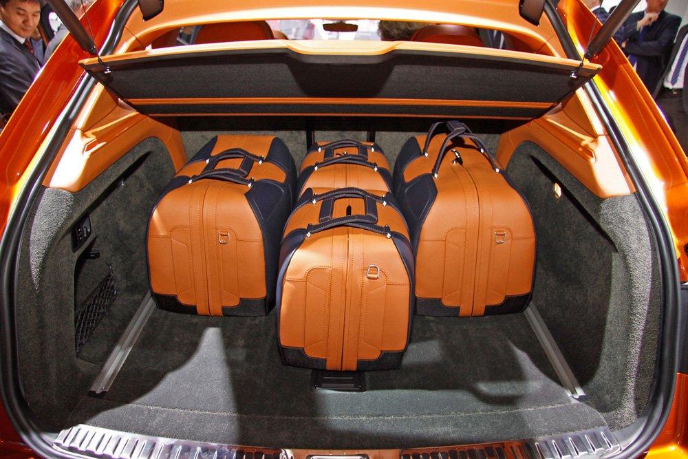 Компания даже разработала специальные наборы багажа