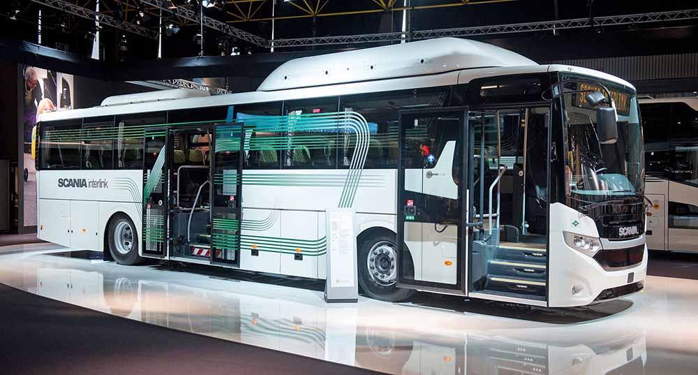 Автобус с открытыми дверьми