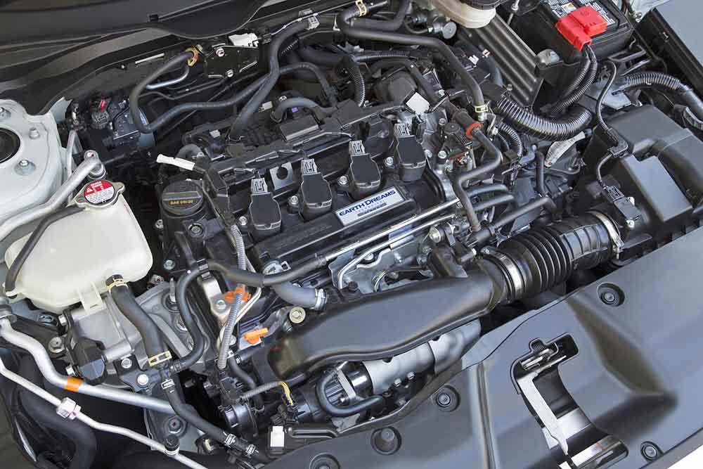 Четырёхцилиндровый турбомотор под капотом машины