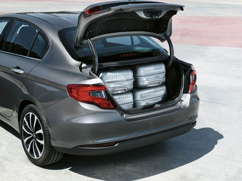 Машина имеет вместительный багажник