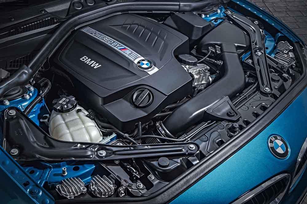 Мощный турбодвигатель автомобиля BMW M2 на 370 л. с.