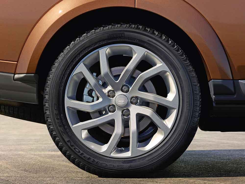 Оригинальные 20-дюймовые колёса со сдвоенными спицами