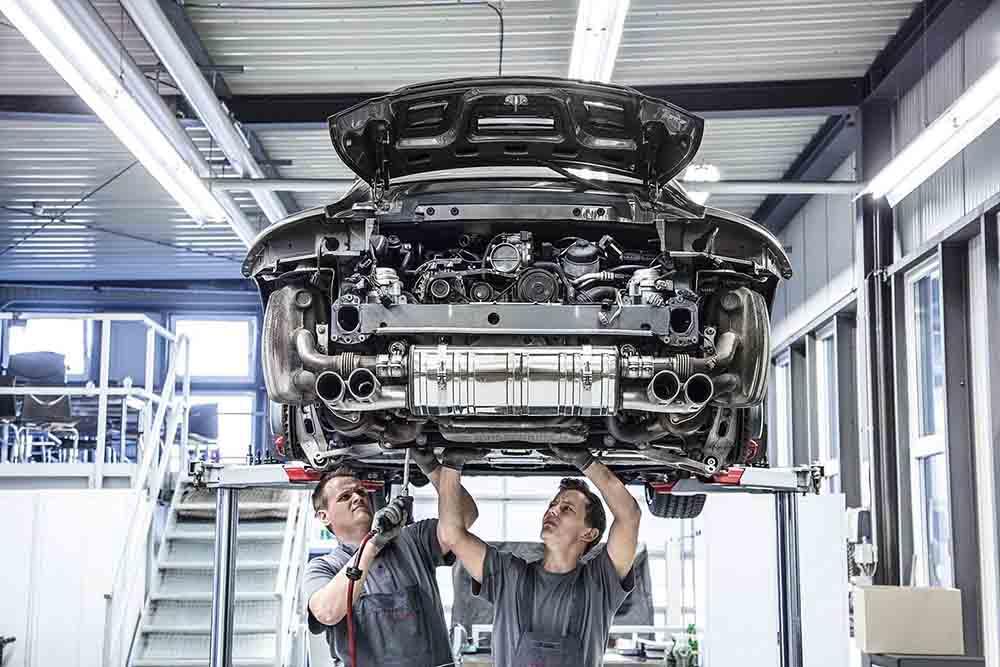 Процесс сборки юбилейной версии Porsche 911 Carrera S Tequipment