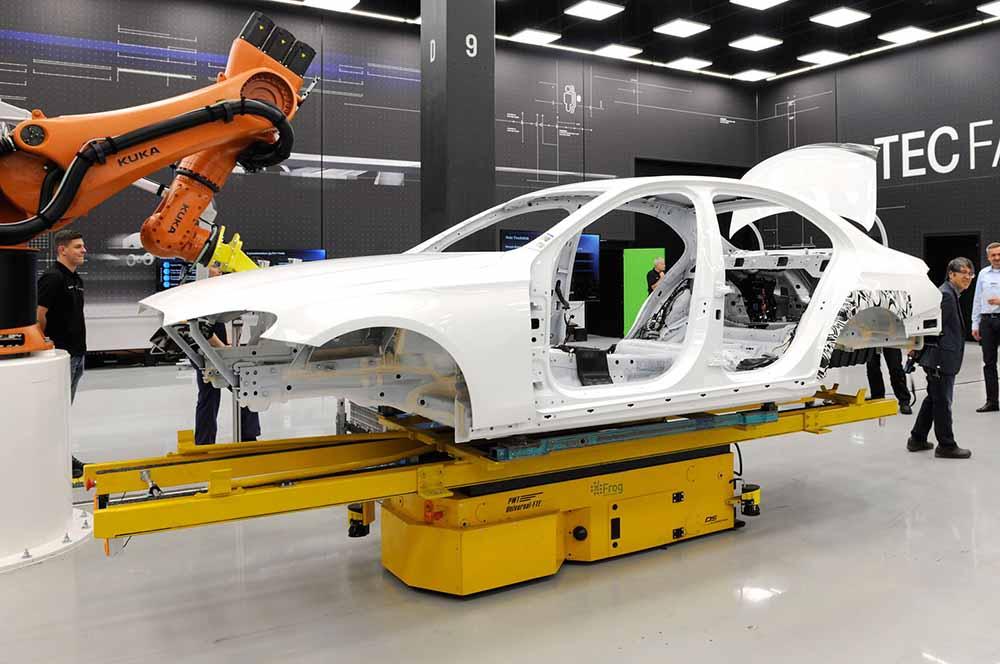 Одно из первых фото предстоящего седана класса E компании Mercedes-Benz