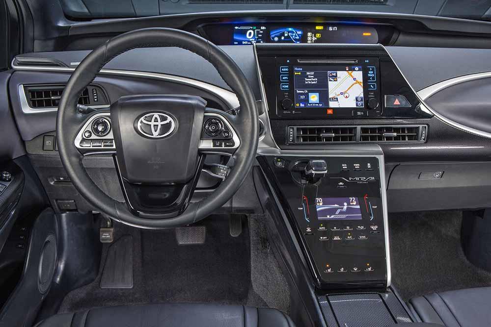 Торпедо автомобиля оснащена самым современным цифровым оборудованием