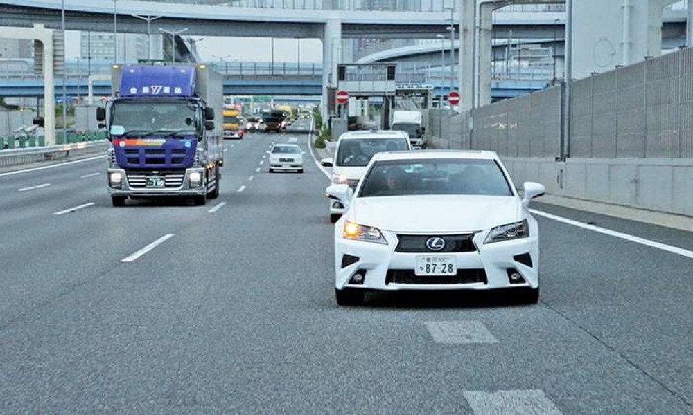 По улицах Токио ездит восемь автономных Lexus GS
