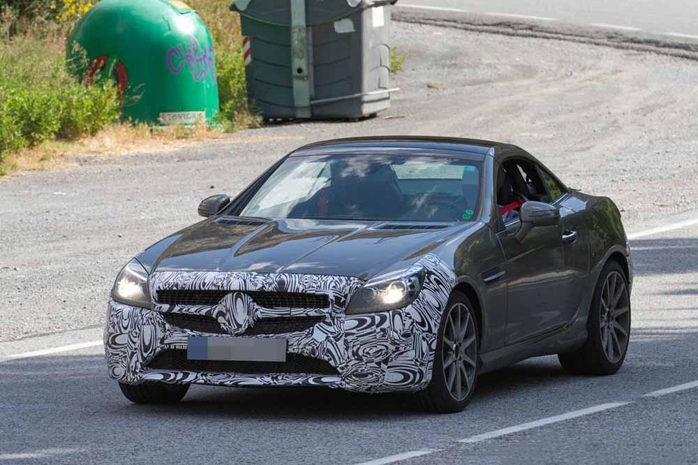 Шпионское фото нового Mercedes-AMG SLC 450