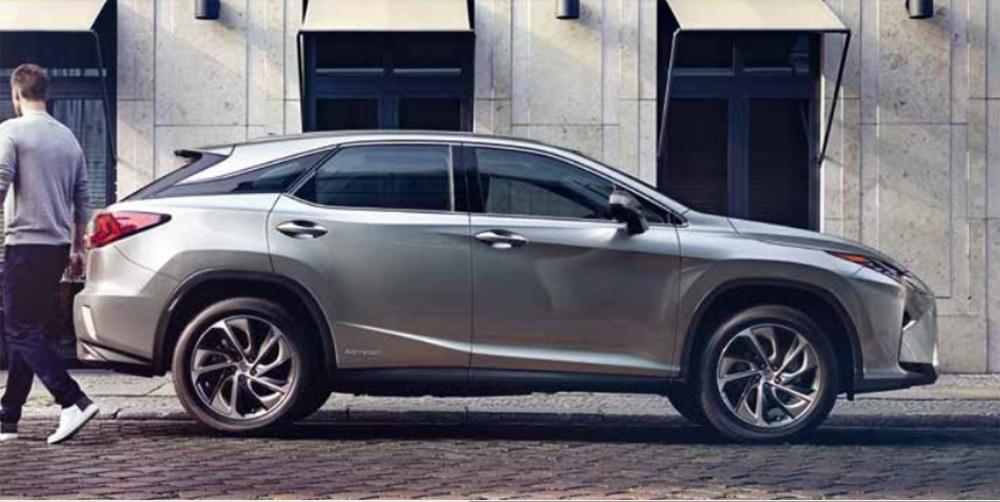 Комплектация Standart RX 450h AWD обойдётся в 3 млн рублей