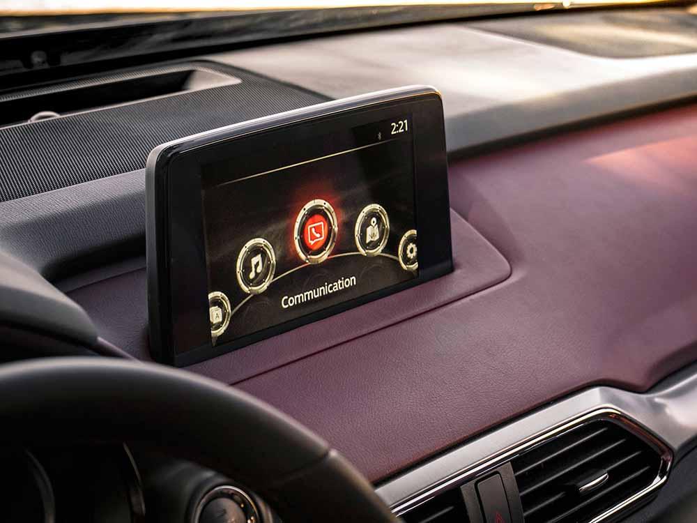 Восьмидюймовый дисплей мультимедийной системы Mazda Connect