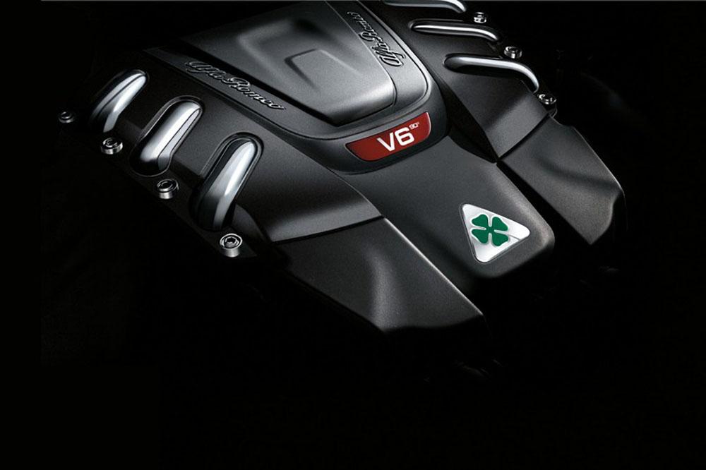 Зелёный четырёхлистник на одном из моторов