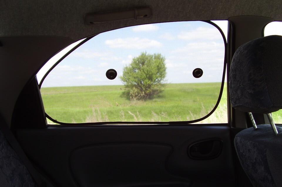 Автомобильная шторка на присоске