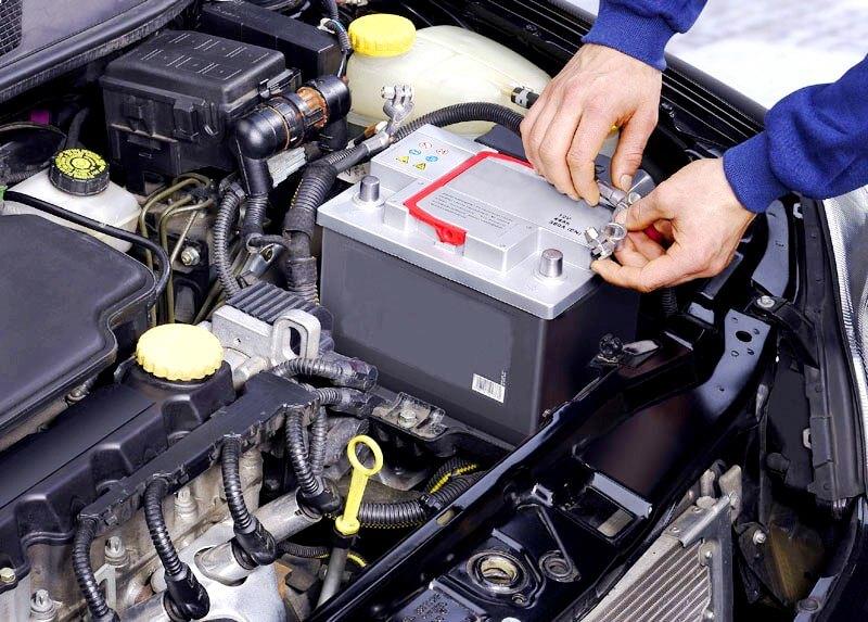Аккумулятор установленный на авто