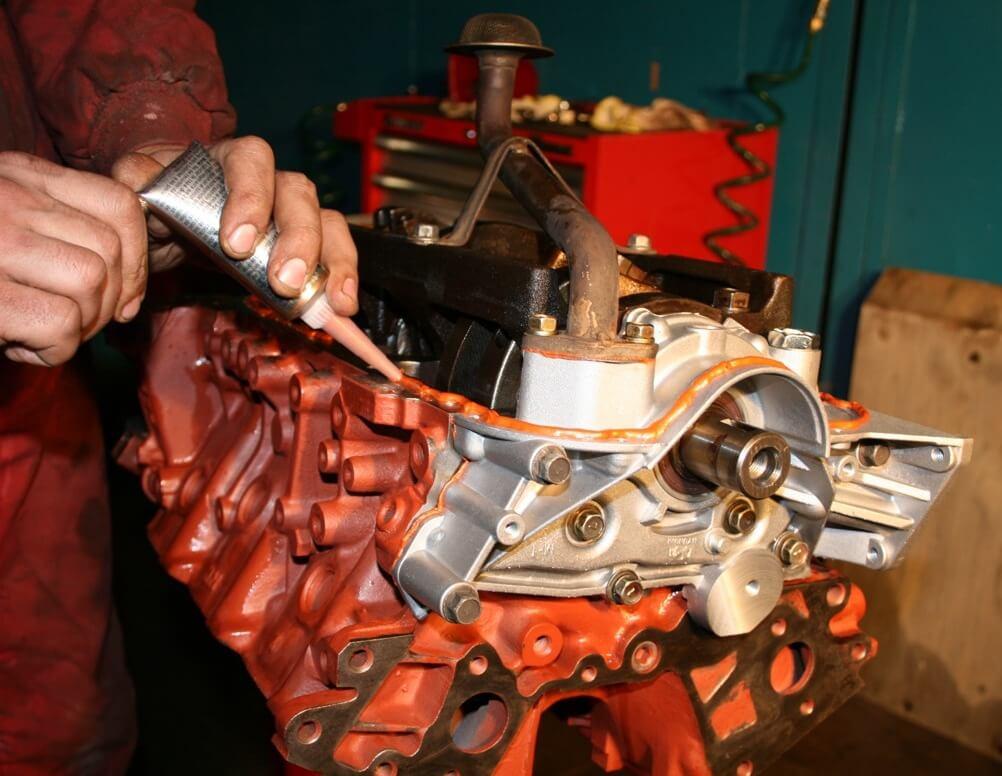 Использование герметика для двигателя