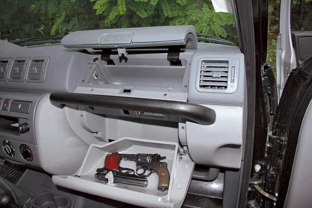 Оружие в бардачке автомобиля