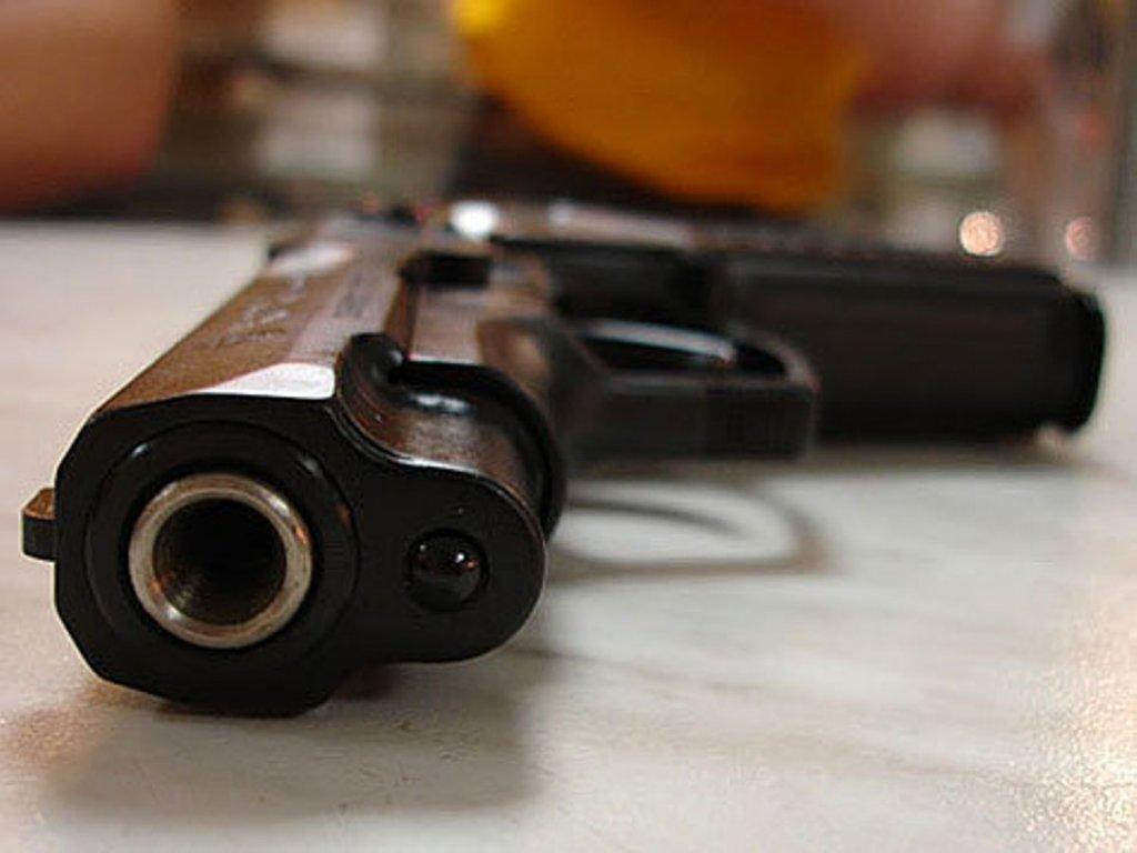 Пистолет без патронов