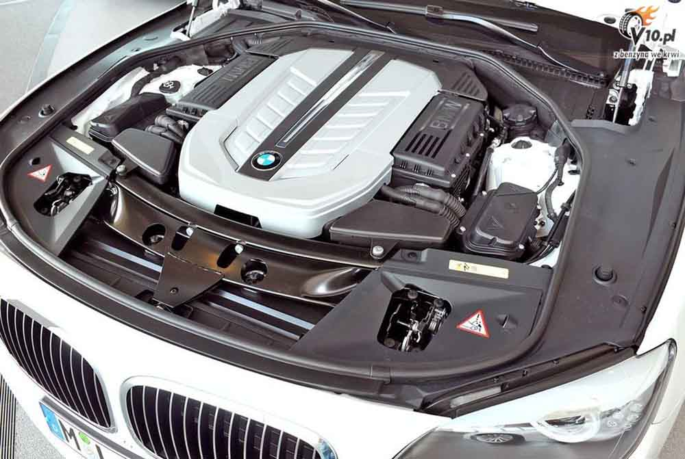 В 2016 году под капотом БМВ 7-й серии может оказаться новый мотор