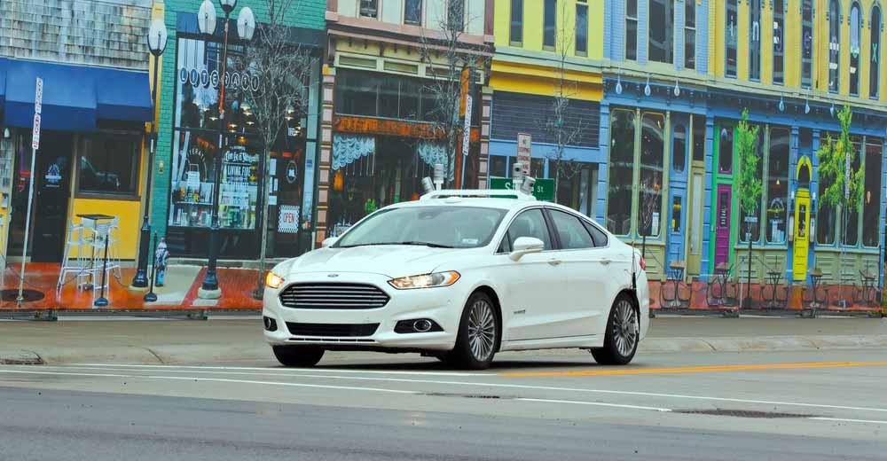 Автомобиль Ford с автономным управлением во время испытаний