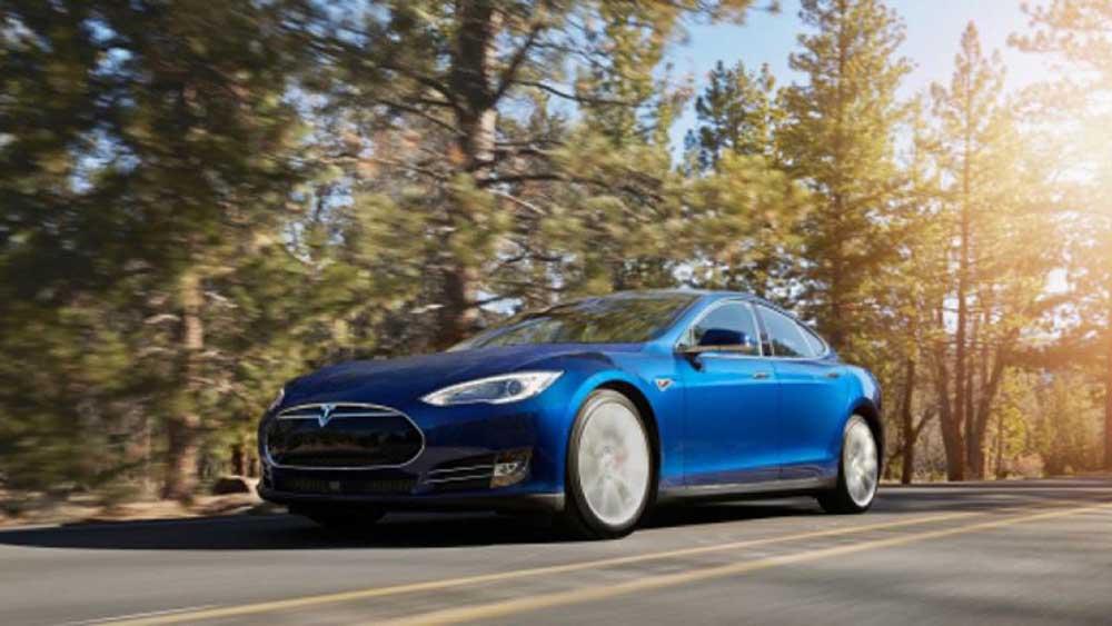 Tesla Model S 70D на трассе
