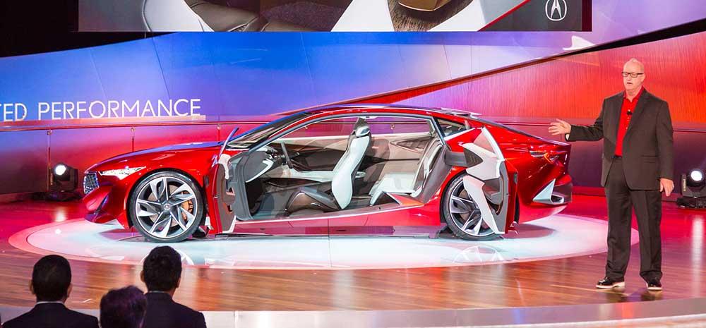 Acura Precision с открытыми дверьми на автосалоне в Детройте