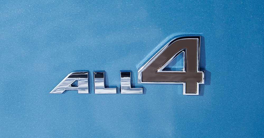 Надпись All4 присутствует на передних дверях машины