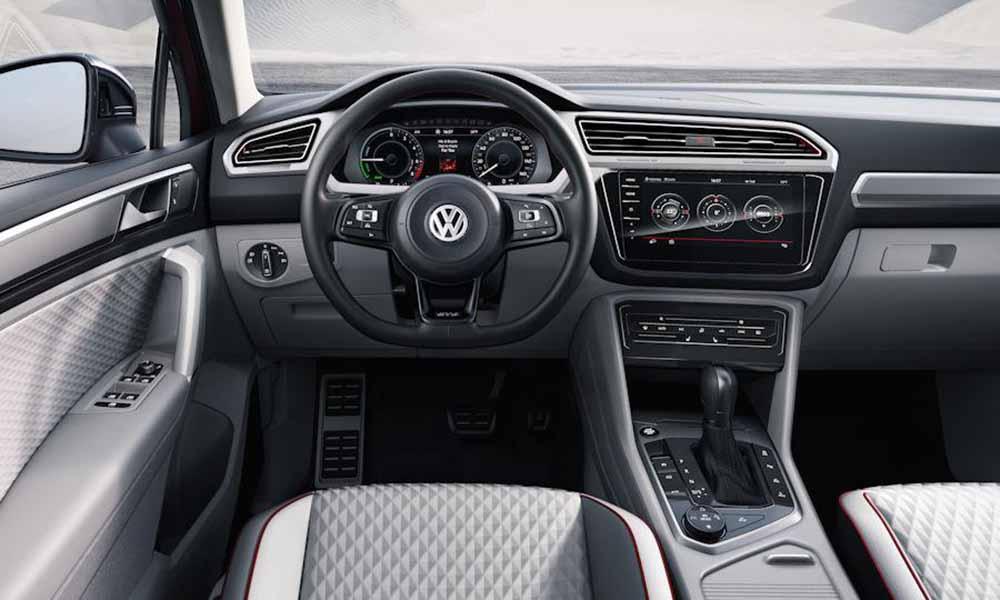 Характерной чертой интерьера является последнее поколение информационно-развлекательной платформы MIB, принадлежащей Volkswagen