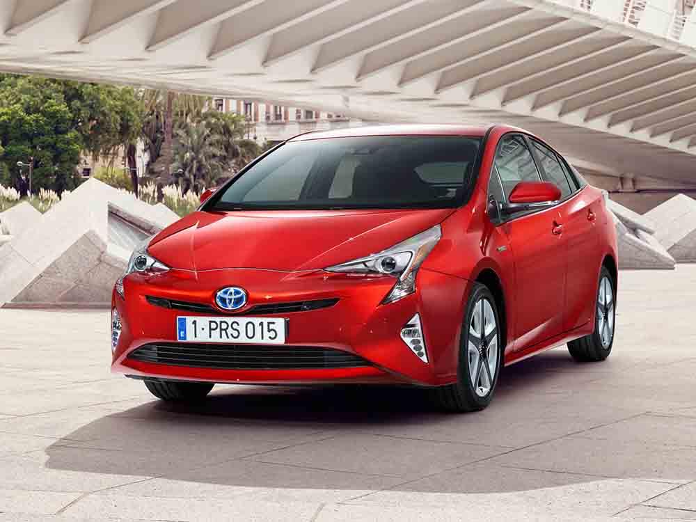 Компания обновит гибрид Prius, чтобы стать лидером продаж и пятый год подряд