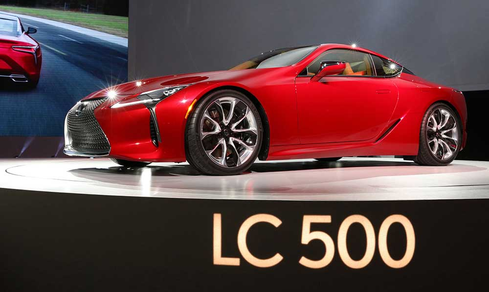 Lexus LC 500 на презентации в Детройте