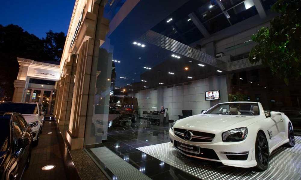Один из дилеров Mercedes в Москве