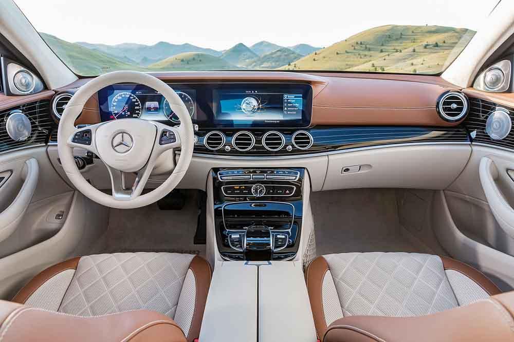 Отделка салона нового Mercedes-Benz E была представлена ранее