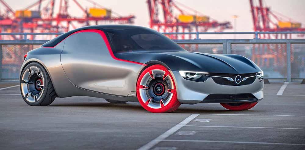 Передние колёса красного цвета
