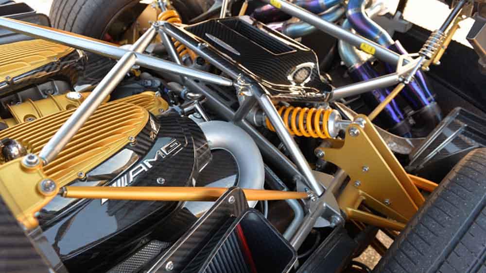 Поставляемый компанией AMG двигатель