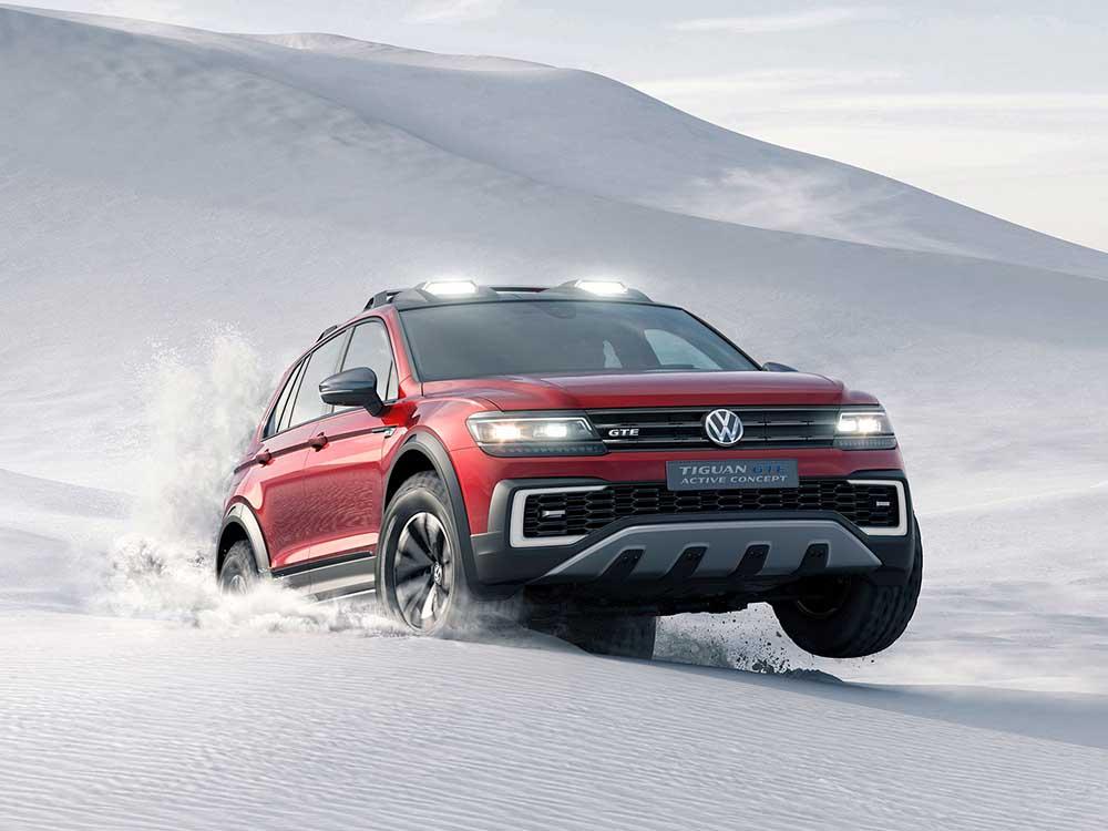 Более жёсткий кузов, дополнительный клиренс, большие спортивные колёса и внедорожные шины