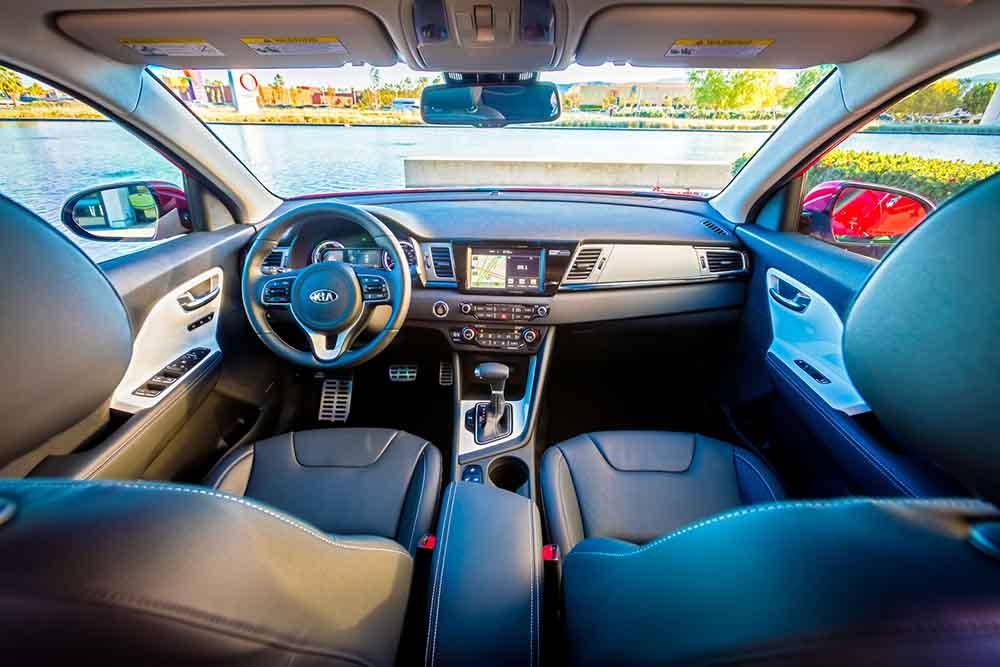 Салон машины имеет свою эстетику и в то же время сохраняет практичность