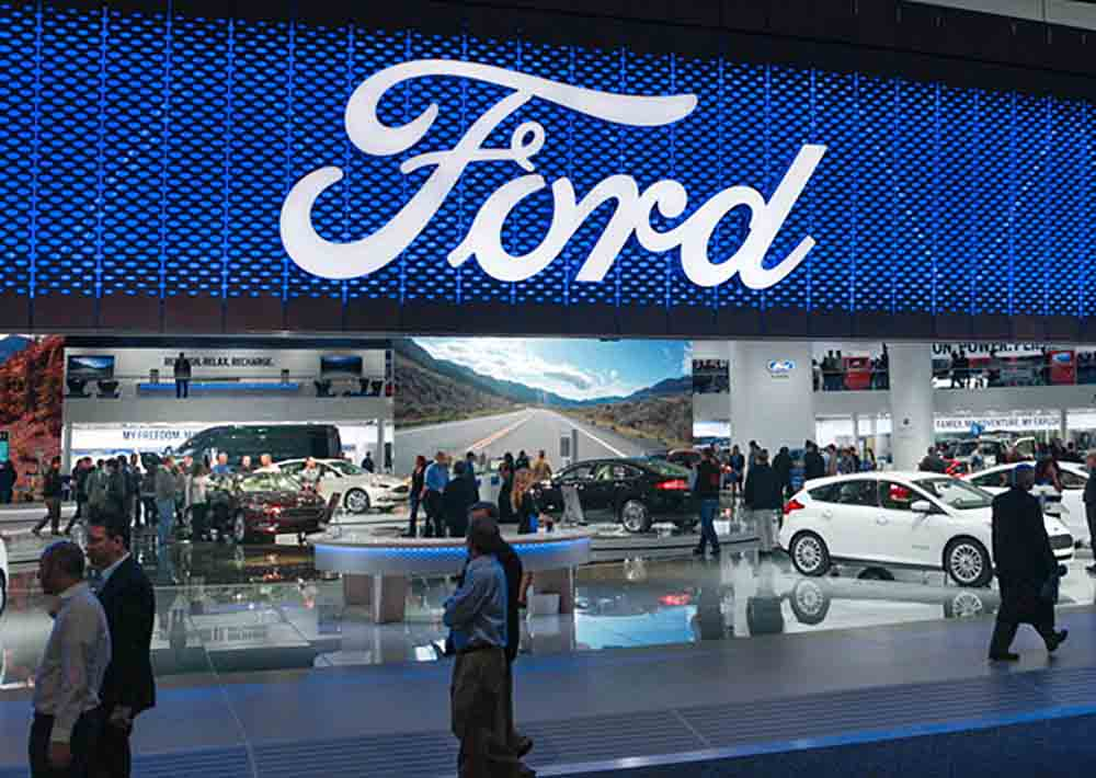 Стенд компании Форд на автошоу