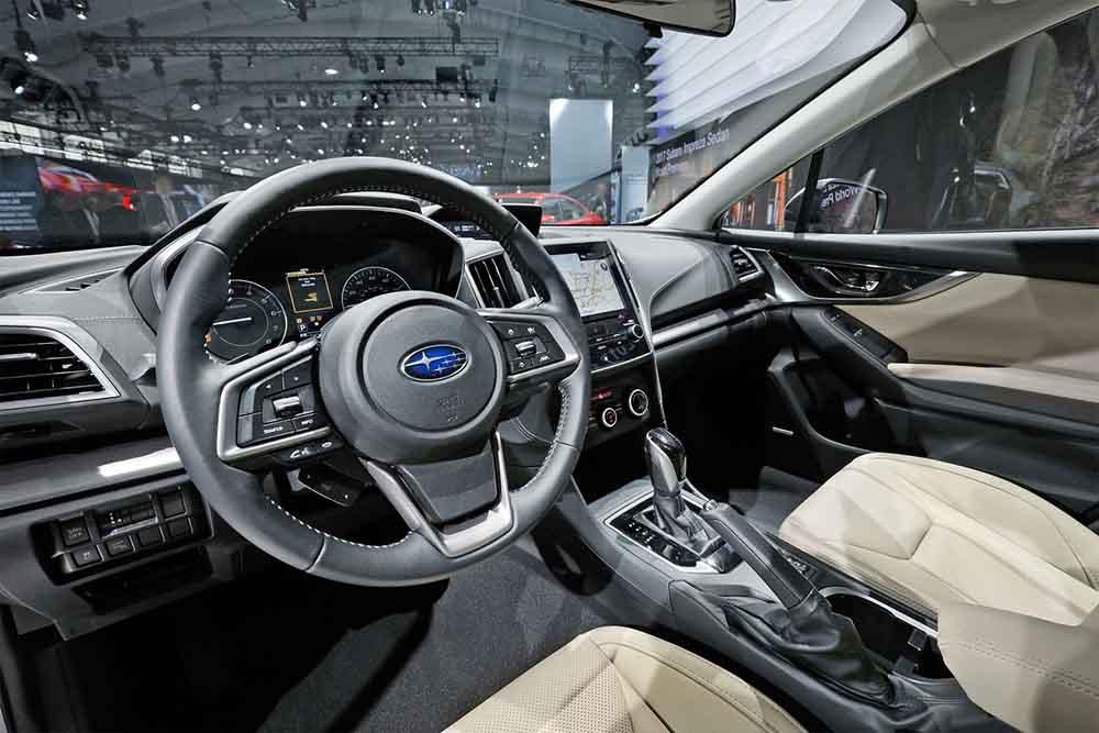 Автомобиль является полностью новым и изнутри