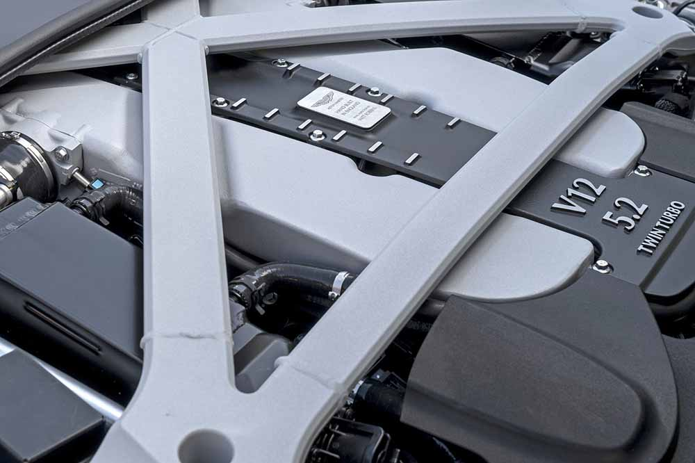 Двигатель купе собирался в собственных мастерских компании