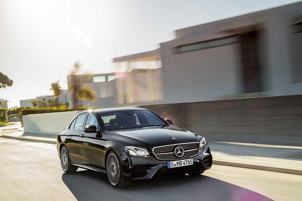 Спортивный седан Mercedes подразделения AMG E-класса