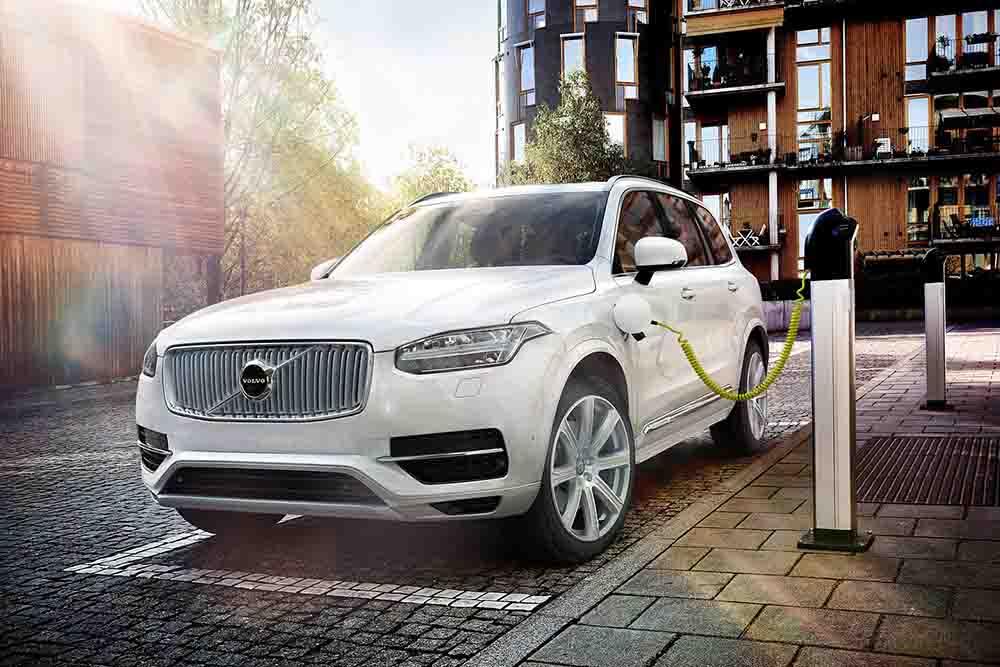 Volvo ищет пути, чтобы сделать стандартными зарядные станции для электроприводных машин
