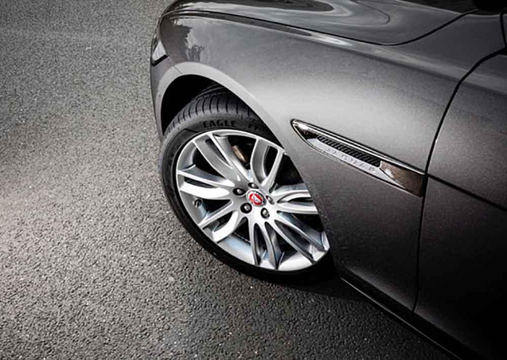 Покрышка класса Ultra-High-Performance от производителя Goodyear