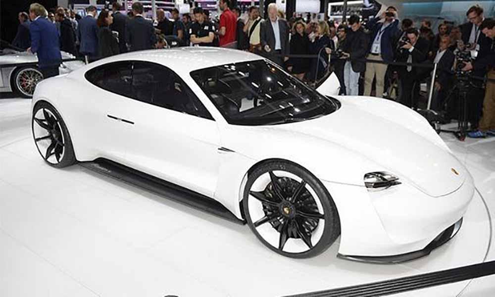Porsche сталкивается с огромной инвестиционной стоимостью экологичных моделей, в том числе серийной версии электрического концепта Mission E, ожидаемого в 2020 году