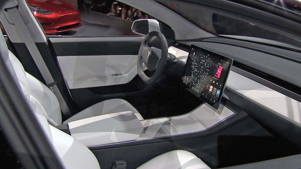 Современный салон машины