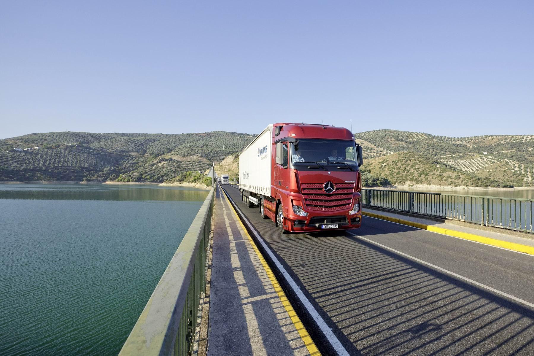 Знак «Движение грузовых автомобилей запрещено» (5500)