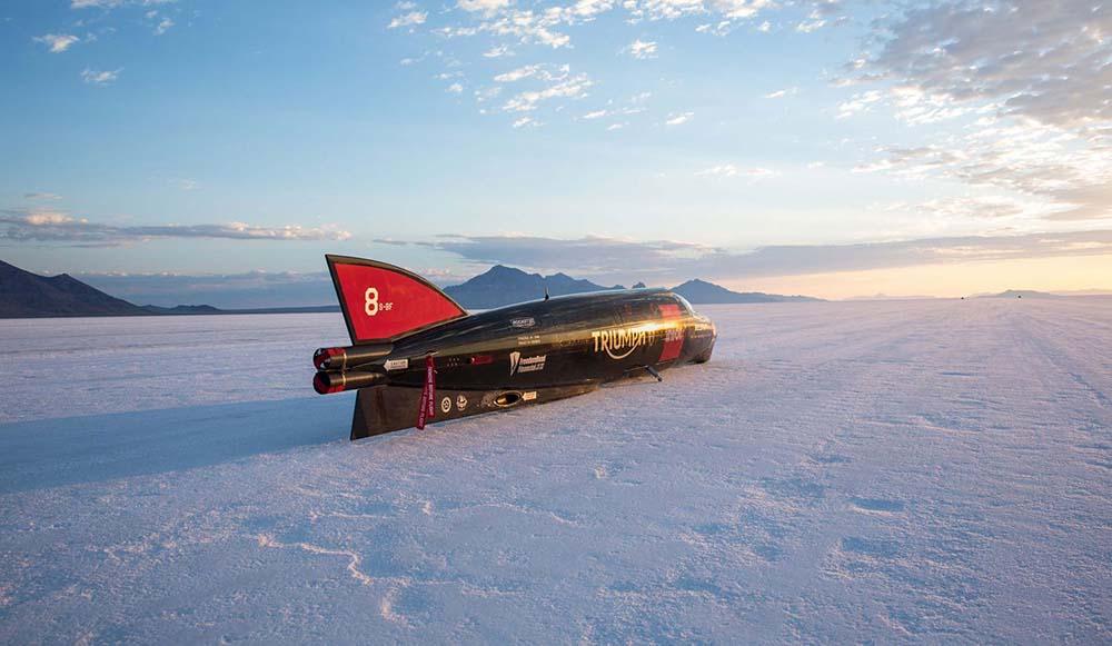 Рекордный заезд осуществляется в соляной пустыне