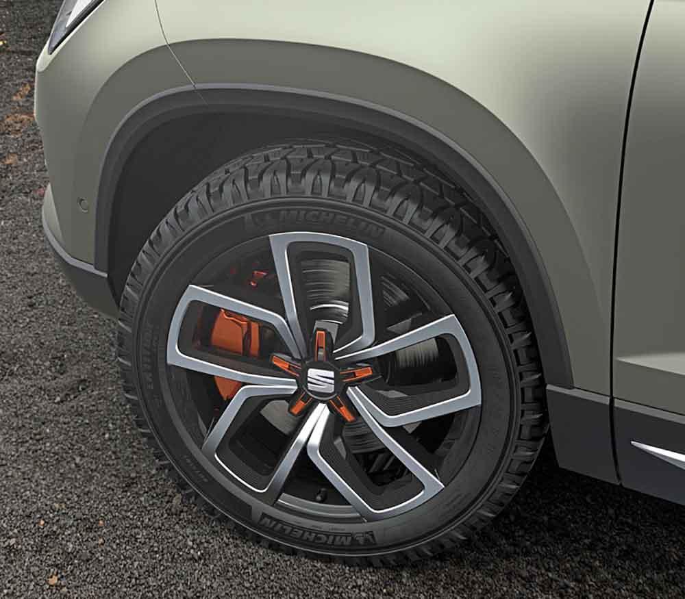 На восемнадцатидюймовых колёсах шины с высоким профилем